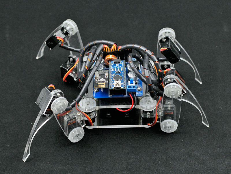 Krabbelnder, vierbeiniger Roboter für Arduino